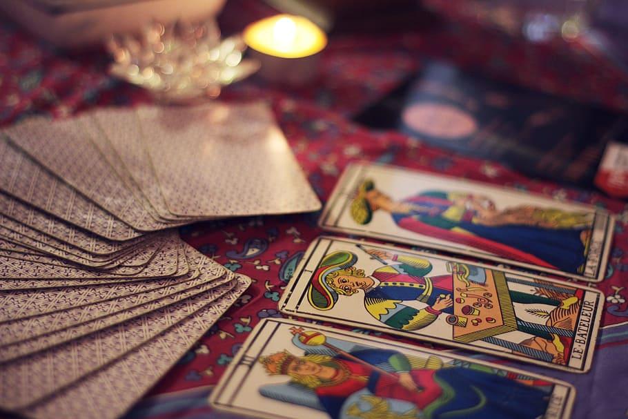 Cartes de Divination : êtes-vous Oracle ou Tarot?